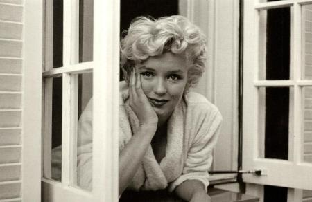 Marylin Monroe at the window