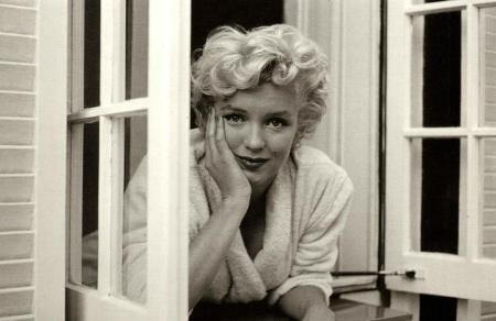Marylin Monroe at the window