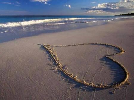 playa con corazón