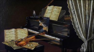 piano violín y partitura