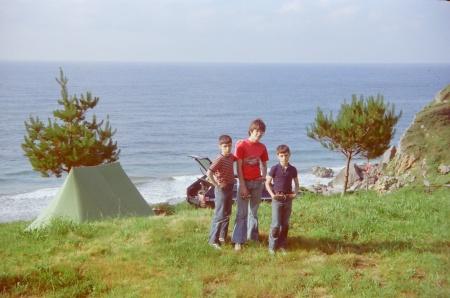 1979 Alfonso y Carlos y Javier en un camping