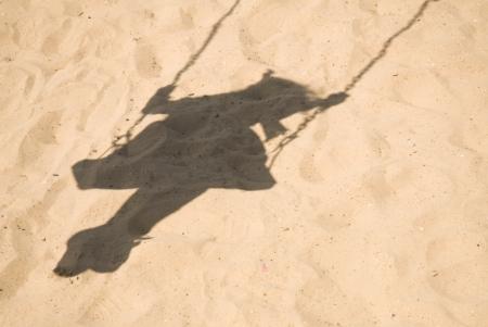 sombra niña columpio
