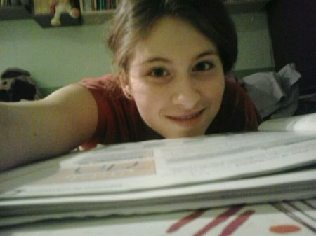 2013 (12) Laia estudiando 01