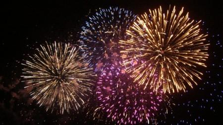 fuegos-artificiales-de-colores-1024x576